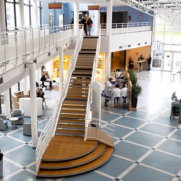 Hôpital Jeanne de Flandre Lille Hall d'entrée